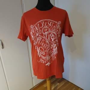 Orange t-shirt från only&sons