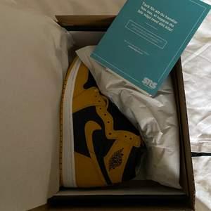 "Nike air jordan 1 high ""pollen"", köpte på sneakersnstuff, 10/10 skick helt oanvända, storlek 44EU = 10US"