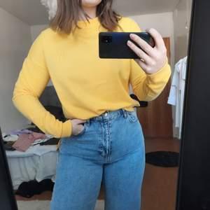 Sweatshirt från Noisy May, köpt begagnad men aldrig använt den så jag säljer den istället💫💫