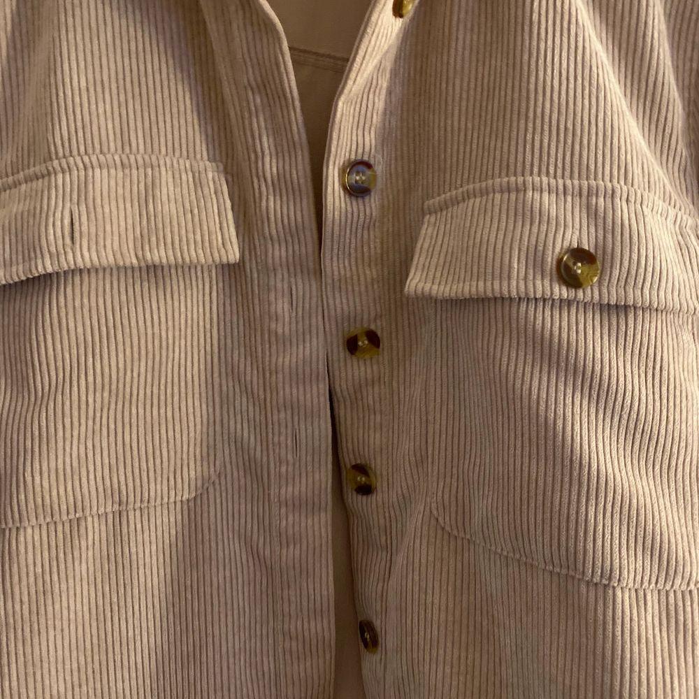Använt Max 2 gånger. Ordpris 399kr. Väldigt stor i storleken . Skjortor.