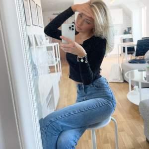 Snygga jeans från Dr.denim! Knappt använda!! Superfina och sitter riktigt snyggt, men inte riktigt min stil! 🥰 (w25/l28)