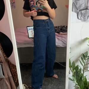 """Knappt använda jättefina visa jeans i storlek XS/31L, jag är ca 165 cm. Skulle säga att midjan är 25/26"""", inköpspris 892kr!! Bud startar på 200kr, samt frakt på 96kr"""