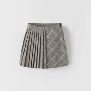 Helt ny plisserad kjol från ZARA i strl 152! Skulle säga att den passar xs!