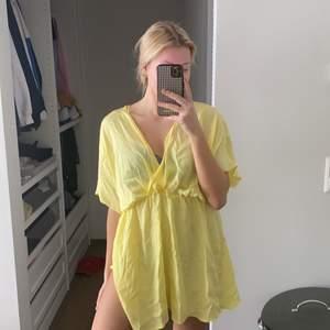 Säljer just nu några klänningar ifrån Zara, som tyvärr inte passade mig i storleken och missade tyvärr att returnera dem. Klänningarna är endast testade, alltså i nyskick. Kontakta mig vid intresse eller lämna bud i kommentarerna! ☺️