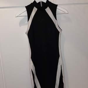 Säljer denna superfina klänning som jag endast använt 2-3 gånger. Köptes från bikbok för några år sedan den är som ny. Den sitter exakt på kroppen och ger den perfekta formen