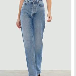 Jätte fina bikbok jeans använda endast 2 gånger så i nyskick! Ord pris 599kr jag säljer de för 300kr + frakt! För fler frågor eller bilder kontakta mig!