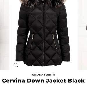 Säljer nu denna super fina jacka som kostat 1799kr men som jag nu säljer för endast 399kr. Strl: 36, passar en 34 eller 38 med. 🖤Den är hel och inget fel på den. #stockholm #jacket #jacka  #cervinadownjacket