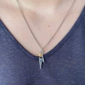 Tunnt Kedjehalsband, finns även i guld😆 + 12kr frakt som ingår vid köp av två smycken eller mer!💖