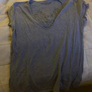 Säljer dennaZadig & Voltairet shirt. Snabbköp. Knappt använd. Pris 300kr
