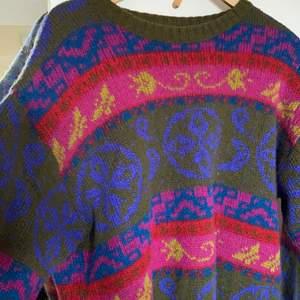 Säljer den här stickade tröjan, den är perfekt nu när det börjar bli vår. perfekt passform också, i storlek L
