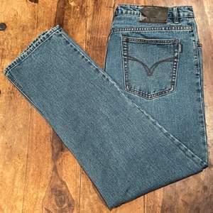 Baggy Armani jeans i stl 40/34 men passar som 34/34 med bälte