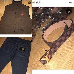 Västen såld/ Louis Vuitton bälte / stone island jeans , 400 för båda , separat pris: 200 för bälte / 300 för jeans