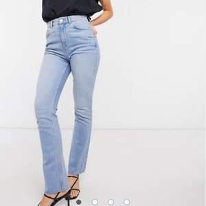 70-talstil jeans från asos. Frakt tillkommer på 66kr. Knappt använda så som nya.
