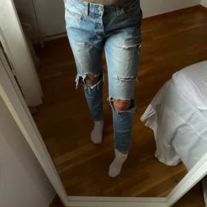 Slitna jeans från H&M köpta för några årsedan, använt mycket men är fortfarande fullt användbara 😄