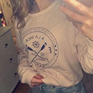 garderobsrensning👚 sweatshirt från Intersport som aldrig är använd i storlek M💕 köpare står för frakt 🚚
