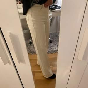 Beiga vida jeans som är använda max 5 gånger! Storlek 36 i midjan och längd 32. Säljer pga har ett par liknande jeans💕💕💕 jag är 170 cm