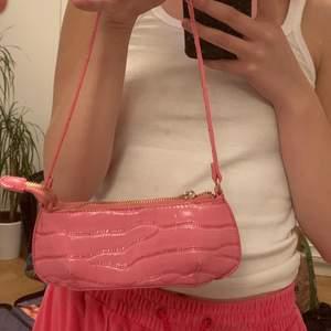Så gullig liten väska från asos i bra skick💕