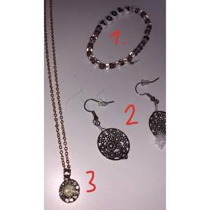 Jättefina smycken som nästan är helt oandvända. Alla smycken kostar 20 kr styck + frakt.⚡️⚡️🌈🌈  Om du köper något annat klädesplagg från mig så kan du få 1 smycke gratis på köpet. 🥰😍😍😍🥰 Bilderna är inte perfekta så om ni vill ha tydligare bilder skriv privat.
