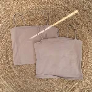 2 beiga linnen från Ginatricot, det ena har en brun fläck som jag inte får bort därför skickar jag med det gratis så du betalar bara för 1💕 frakt 48kr