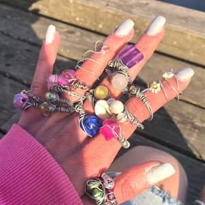 Otroligt söta rostfria ståltrådsringar för BRA pris!! 🤍1 ring = 25kr, 2 ringar = 40kr, 3 ringar = 55kr, 4 ringar= 70kr (endast i samma paket)🤍                                                             🤍Jag bjuder på frakten🤍                                          🤍Storleken skiljer sig från ring till ring, fråga mig om du undrar över en specifik(vissa är justerbara)🤍 🤍Skriv vilken ring du är intresserad av så skickar jag separata bilder till dih på just den🤍                              🤍Kan göra fler ringar utöver de på bilden om så önskas av köpare🤍                                                               💖1 ring på bilden har halvädelstenen- rosenkvarts (kan göra fler)💖                                                         ✉️Snabb leverans + postbevis✉️                                 🤍Alltid något extra i paketen🤍                                 💗Hoppas vi hörs !!💗