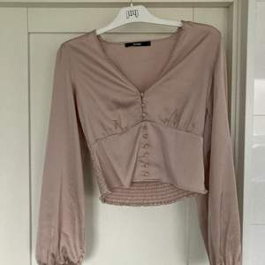 Fin tröja från BIKBOK köpt för 300:- och säljer nu för 100:-, denna fina tröja är ny! Skriv till mig för fler bilder så skickar jag direkt!💌