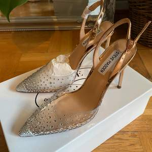 Brand new sparkly steve madden heels! Slighlty too small for me and therefore selling them. Not used at all still in its original packaging