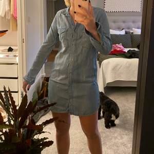 Jeans klänning från H&M i storlek 36, gott skick!