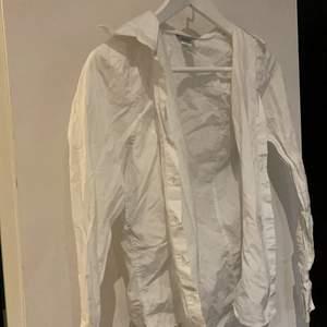 Vit skjorta ifrån hm och är i storlek 36.