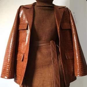 Hej, jag söker fina välvårdade kläder i alla möjliga storlekar. Märken så som zara, Filippa k, guess, h&m mm söker jag efter. Är både intresserad av minimalistiska och trendiga plagg samt unika och lite mer annorlunda kläder. Skicka en bild på det du har som du skulle vilja sälja.