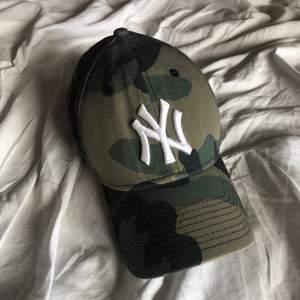 New york yankees baseball keps i basically nyskick. Justerbar där bak. Frakt 48kr