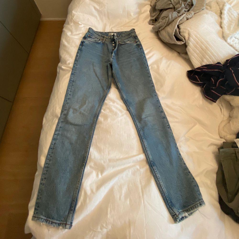 Älskar de så mycket, man får snygg rumpa i de men tyvärr är de för små så kan inte visa de på. Jeans & Byxor.