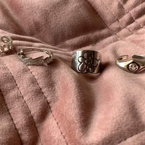 Jätte fina ringar, alla är justerbara!❤️ frakt tillkommer på 12kr❤️ 😆 Hör av dig vid intresse eller prisförslag🧚🏼♀️ (blixt ringen är såld)
