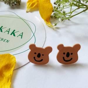 söta björnörhängen i nyskick, oanvända, S925, 60kr inklusive frakt ❤️ följ min Instagram för 2kr rabatt 😉 @kakaka.se