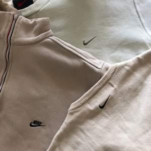 Nu finns vårat nya drop med noggrant handplockade tröjor upp på våran profil. Dessa tre handplockade plagg är några av dom bästa vi har haft profilen och en riktig staple i dagens fashion🤎