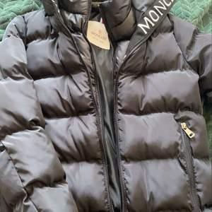 Helt nya jackor pris 750kr st