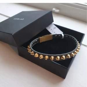 Ett populärt armband med guldiga nitar från Edblad, slutsåld! 💞