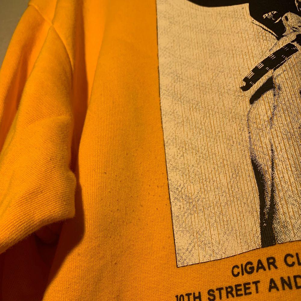 Oversized hoodie från carlings, köpt på herravdelningen. Ytterst lite nopprig, se sista bilden. FRI FRAKT!!. Huvtröjor & Träningströjor.