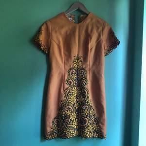 Vintage 60-talaklänning, köpt på beyond retro för ett par år sedan. Knappt använd, gott skick.