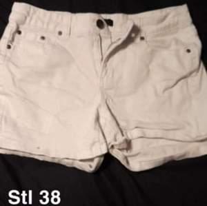 Fina jeans shorts i stl M, använda fåtal gånger.