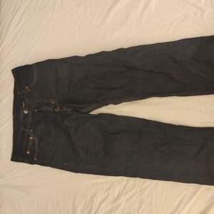 Ett par avklippta SWEET SKTBS jeans använda runt fem gånger. De är köpta från junkyard för ca sex månader sedan. Storlek: W30 L30