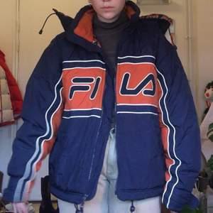 Super fin & skön fila jacka, 80/90-tal. Den är storlek L/XL, har själv använt den som oversized