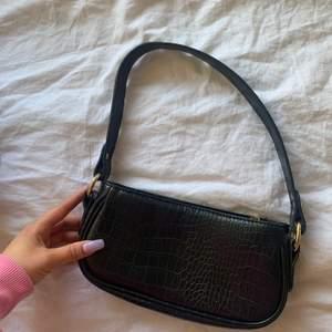 Säljer denna snygga väskan från Asos