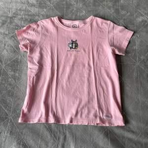 Jättefin T-shirt från Life is Good. Väldigt bra kvalitet.