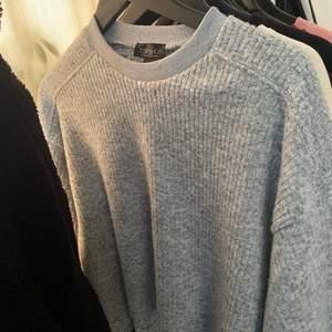 Fin tröja från topshop i storlek 36, lite kortare och lite vida armar, 100kr😁