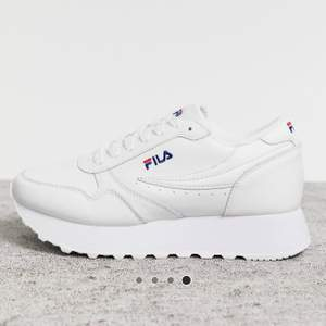 Säljer dessa fila sneakers i strl 40, en del använda men fortfarande jätte fina.