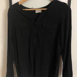 Söt tröja från newhouse, knappt använd. Skriv för fler bilder :)