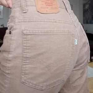 Ett par jätte snygga levis Manchester byxor i storlek 30, säljes pga för korta på mig 💖