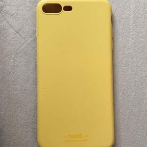 Säljer mitt gula holdit mobil skal. Psssar till 7+ och 8+. INGA SKADOR. Kostar 100kr frakt ingår.
