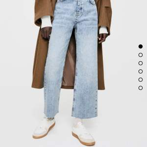 Brand New Zara Jeans with a Wide Fit and Light Wash. perfect for spring 💐 bought for 359kr two weeks ago. Barely worn. FREE SHIPPING OR MEET UP.