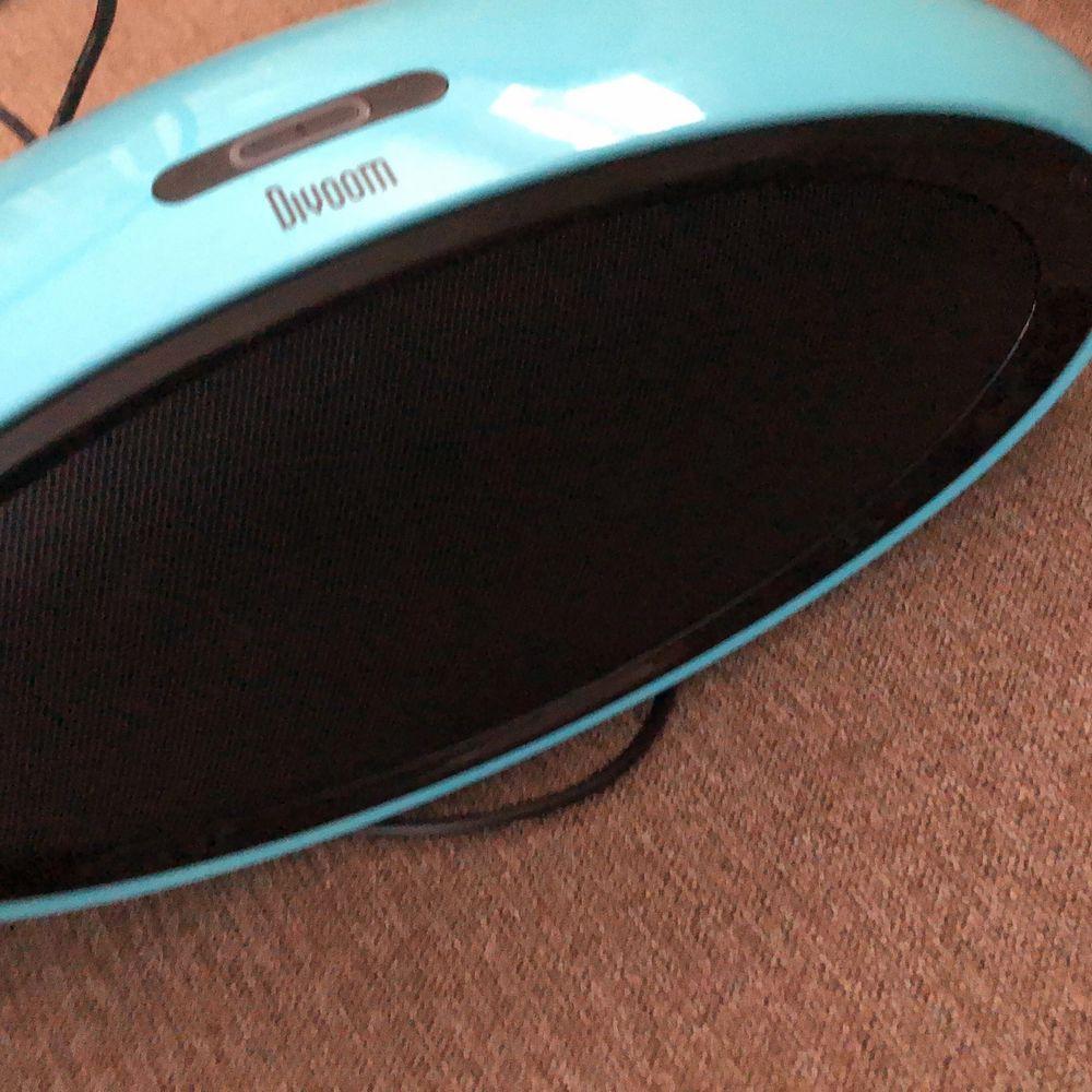 Hej jag säljer en av mina högtalare. Det är bluetooth högtalare. De är bra och högt ljud. Högtalaren är mest testat så använd ett mycket fåtal gånger. Jag kan frakta och köparen står för frakten!! Buda på. Accessoarer.